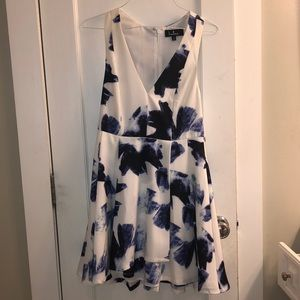 Lulus blue and white dress